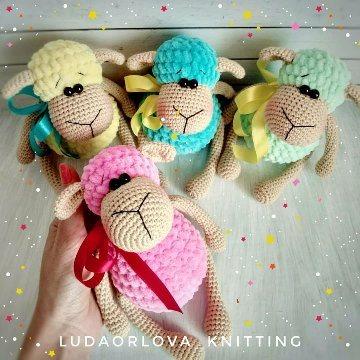 Plush sheep amigurumi