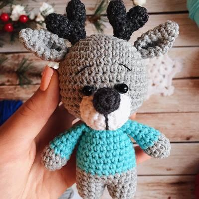 Crochet reindeer amigurumi