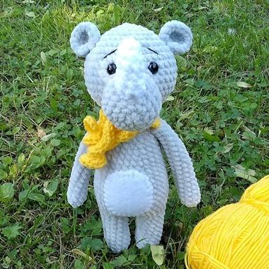 Crochet rhino amigurumi