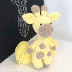 Crochet giraffe amigurumi