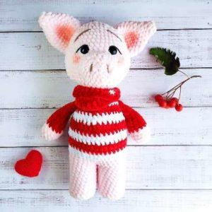Amigurumi pig crochet toy