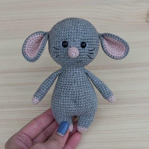 Crochet mouse amigurumi