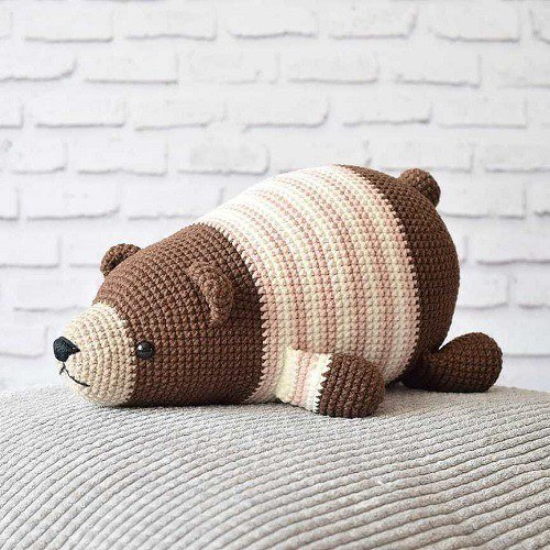 Lying bear amigurumi