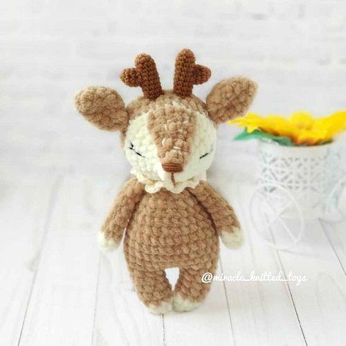 Crochet deer amigurumi