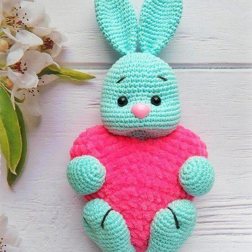 Crochet bunny with a heart