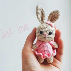 Crochet bunny in dress