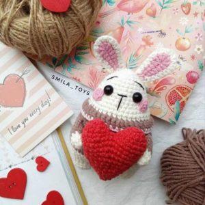 Crochet mini bunny with a heart
