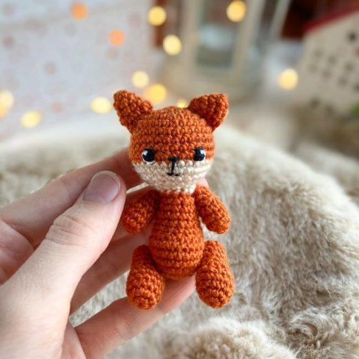 Tiny fox amigurumi